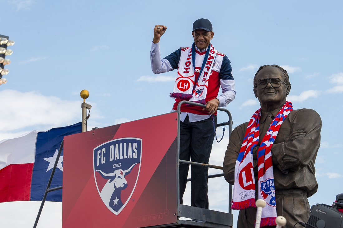 Mar 18, 2018; Frisco, TX, USA; Former Dallas Cowboys wide receiver Drew Pearson places an FC Dallas scarf on the statue of Lamar Hunt before the game between the FC Dallas and the Seattle Sounders at Toyota Park. FC Dallas shuts out the Sounders 3-0. Mandatory Credit: Jerome Miron-USA TODAY Sports