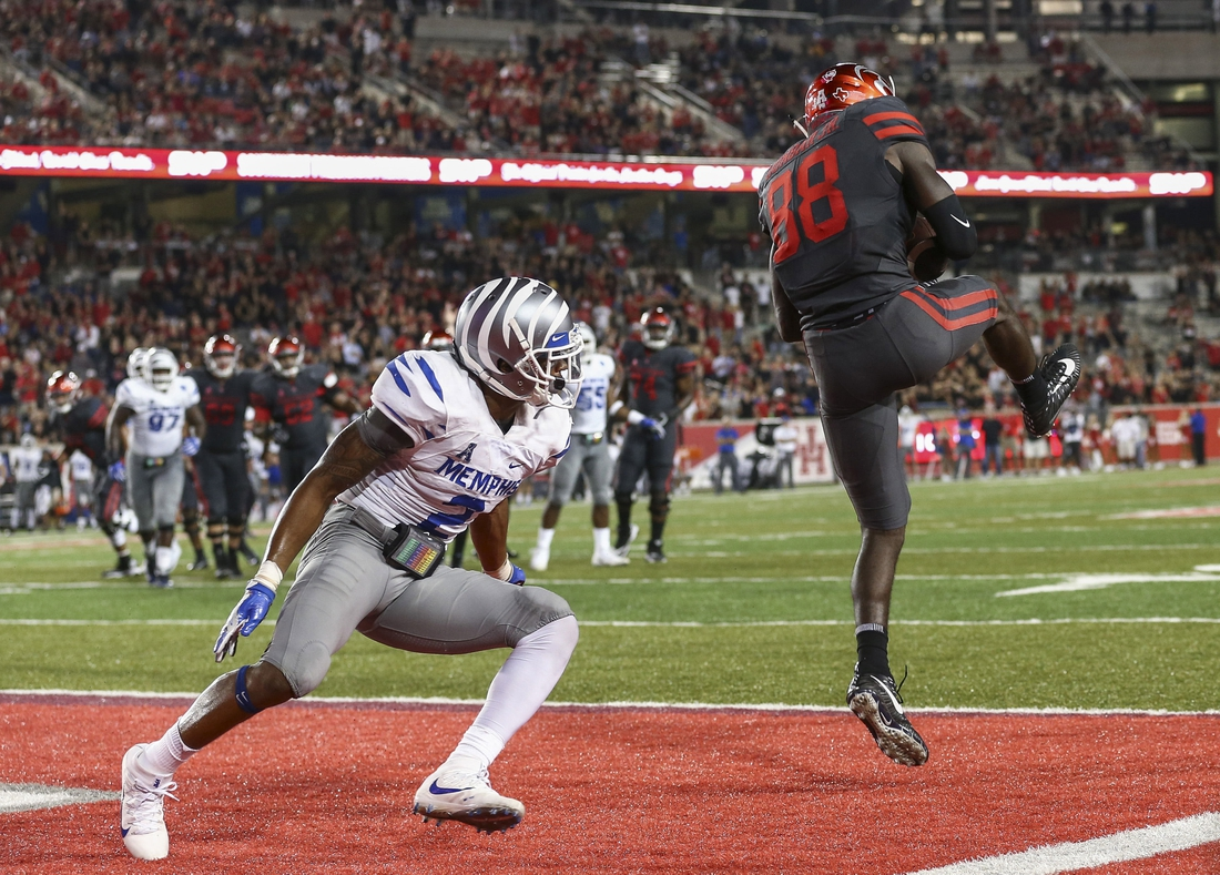 Oct 19, 2017; Houston, TX, USA; Houston Cougars wide receiver Steven Dunbar (88) makes a touchdown reception during the fourth quarter against the Memphis Tigers at TDECU Stadium. Mandatory Credit: Troy Taormina-USA TODAY Sports