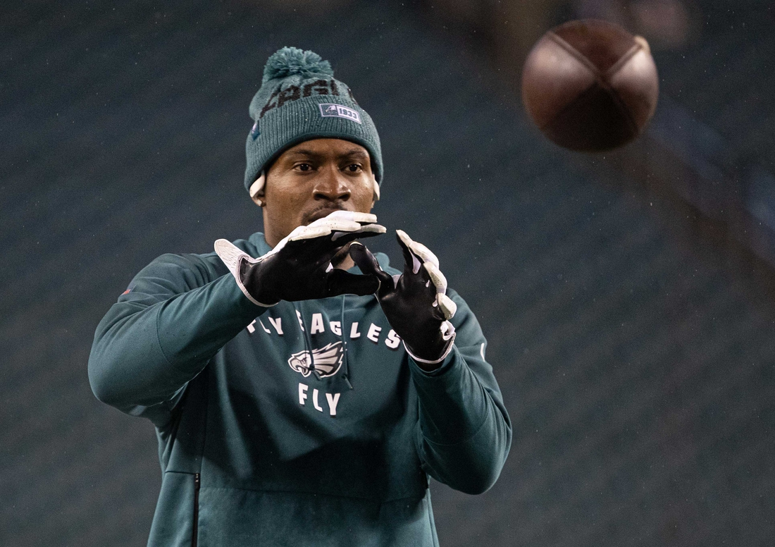 Dec 9, 2019; Philadelphia, PA, USA; Philadelphia Eagles wide receiver Alshon Jeffery (17) warms up before a game against the New York Giants at Lincoln Financial Field. Mandatory Credit: Bill Streicher-USA TODAY Sports