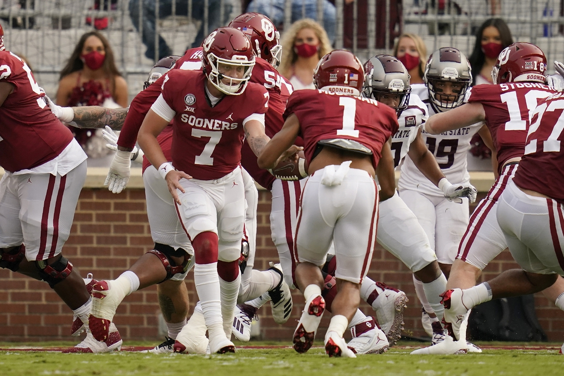 Sept 12, 2020, Norman, OK, USA; Oklahoma quarterback Spencer Rattler (7) hands off to Seth McGowan (1) who takes the ball in for a touchdown in the first half of an NCAA college football game against Missouri State Saturday, Sept. 12, 2020, in Norman, Okla.. Mandatory credit: Sue Ogrocki/Pool Photo via USA TODAY Sports