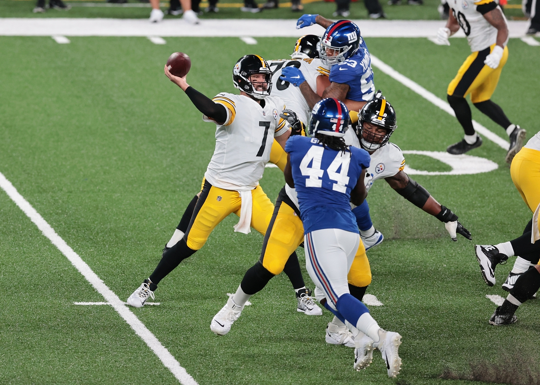 Sep 14, 2020; East Rutherford, New Jersey, USA; Pittsburgh Steelers quarterback Ben Roethlisberger (7) throws the ball during the first half as New York Giants linebacker Markus Golden (44) pursues  at MetLife Stadium. Mandatory Credit: Vincent Carchietta-USA TODAY Sports