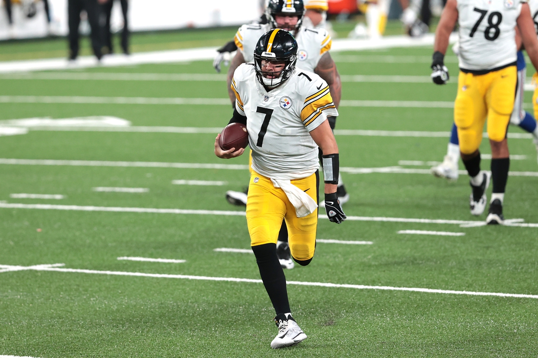 Sep 14, 2020; East Rutherford, New Jersey, USA; Pittsburgh Steelers quarterback Ben Roethlisberger (7) scrambles for yards during the first half against the New York Giants at MetLife Stadium. Mandatory Credit: Vincent Carchietta-USA TODAY Sports