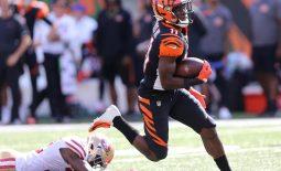 Sep 15, 2019; Cincinnati, OH, USA; Cincinnati Bengals wide receiver John Ross (11) breaks free for a touchdown during the fourth quarter against the San Francisco 49ers at Paul Brown Stadium. Mandatory Credit: Joe Maiorana-USA TODAY Sports
