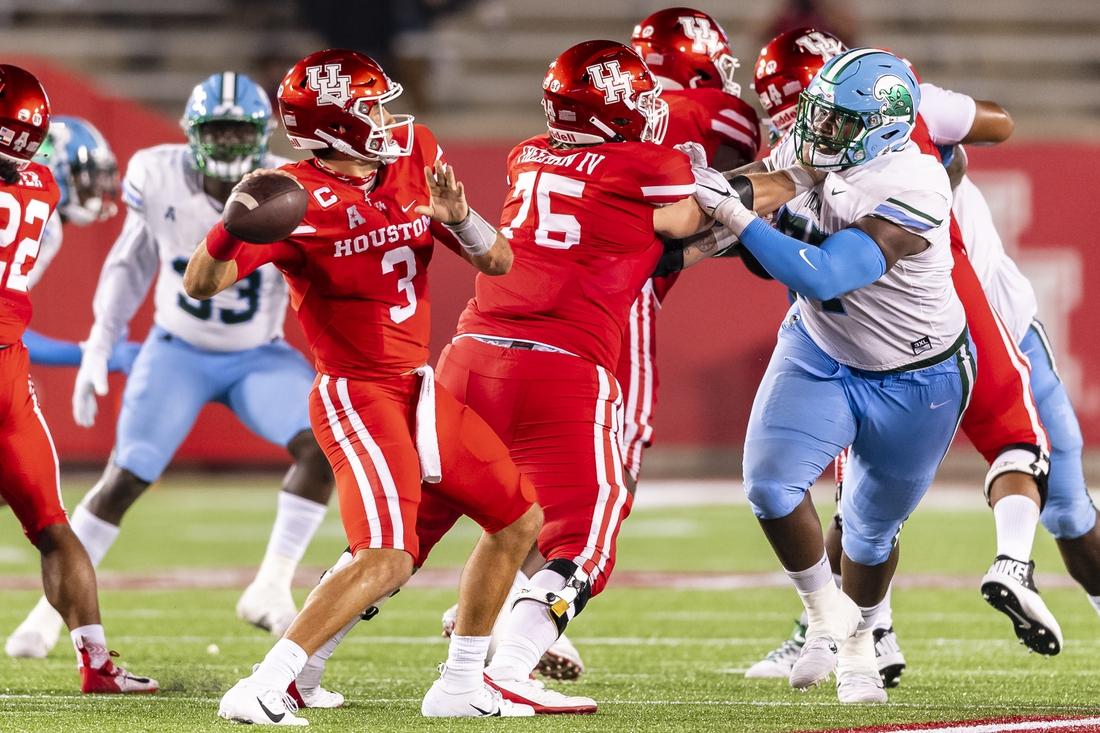 Oct 8, 2020; Houston, Texas, USA;  Houston Cougars quarterback Clayton Tune (3) throws the ball during the second quarter at TDECU Stadium.  Mandatory Credit: Maria Lysaker-USA TODAY Sports