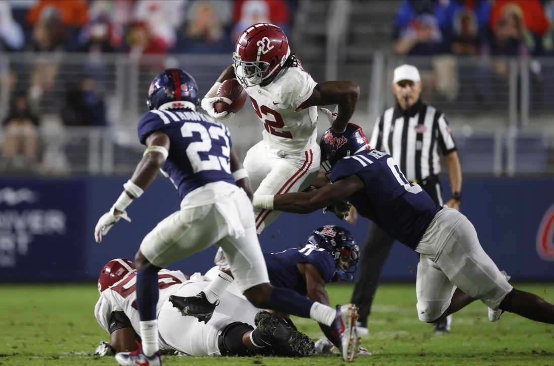 Oct 10, 2020; Oxford, MX, USA; Alabama running back Najee Harris (22) runs the ball against Mississippi at Vaught-Hemingway Stadium. Mandatory Credit: Kent Gidley via USA TODAY Sports