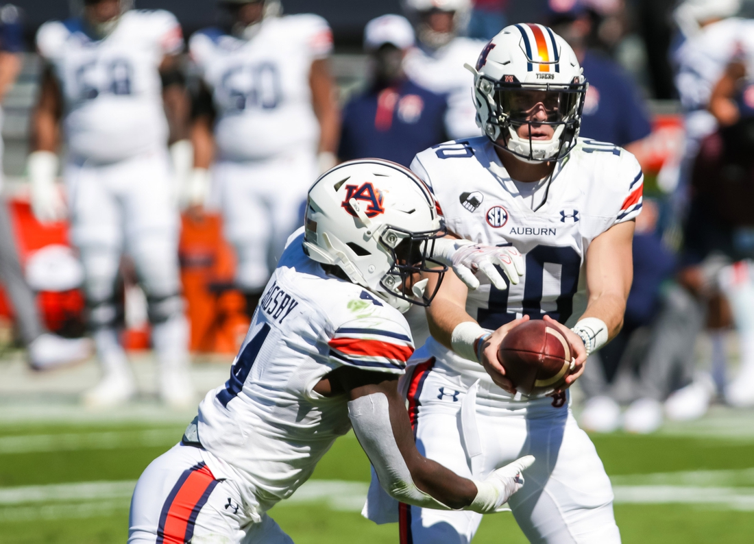 Oct 17, 2020; Columbia, South Carolina, USA; Auburn Tigers quarterback Bo Nix (10) hands off to Auburn Tigers running back Tank Bigsby (4) for a touchdown run against the South Carolina Gamecocks during the second quarter at Williams-Brice Stadium. Mandatory Credit: Jeff Blake-USA TODAY Sports