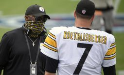 Oct 25, 2020; Nashville, Tennessee, USA;  Pittsburgh Steelers head coach Mike Tomlin talks with quarterback Ben Roethlisberger (7) just prior to the start of the game against the Tennessee Titans during the first half at Nissan Stadium. Mandatory Credit: Steve Roberts-USA TODAY Sports