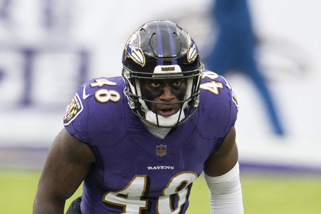 Nov 1, 2020; Baltimore, Maryland, USA;  Baltimore Ravens inside linebacker Patrick Queen (48) look into the back before the snap during the second half against the Pittsburgh Steelers  at M&T Bank Stadium. Mandatory Credit: Tommy Gilligan-USA TODAY Sports