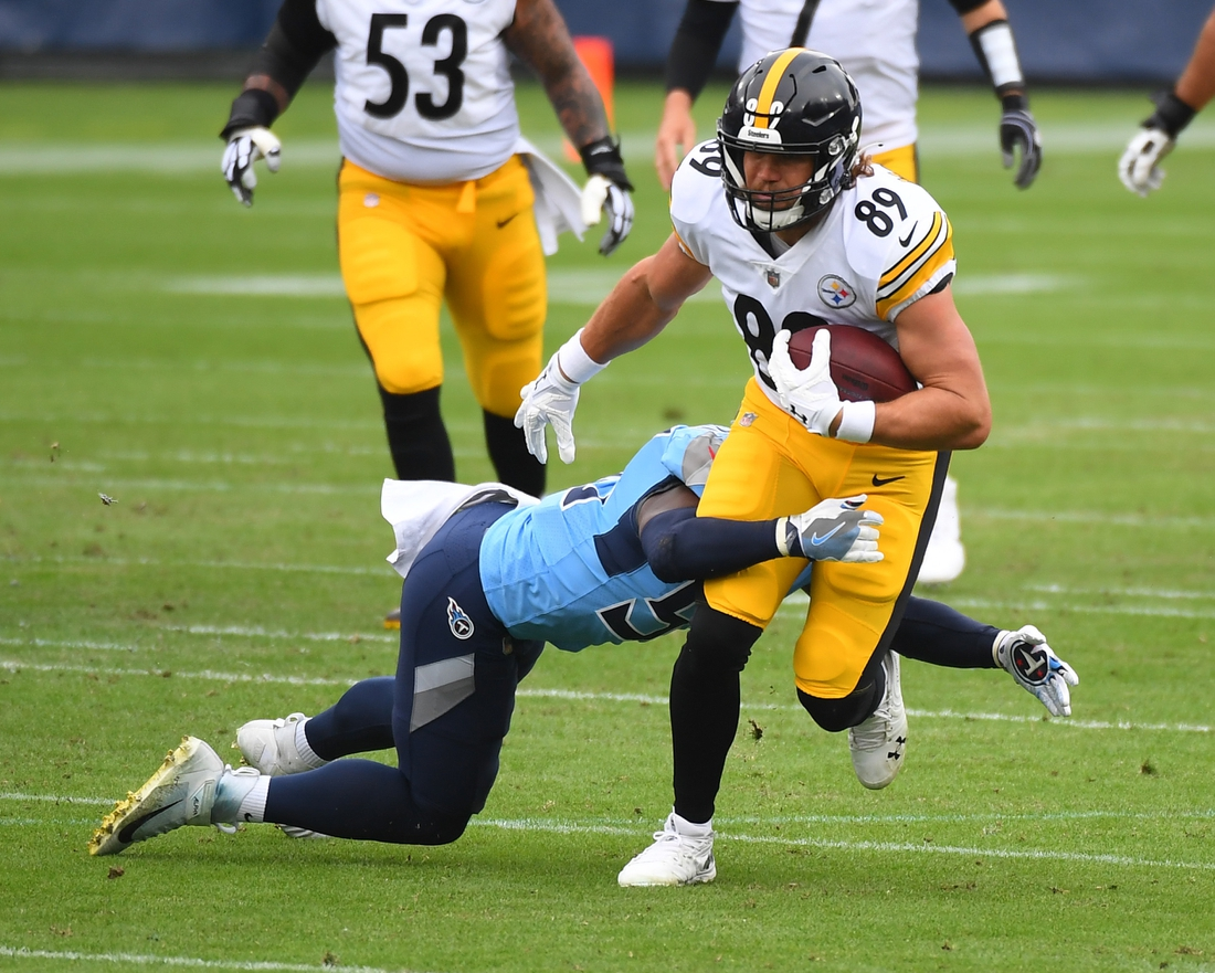 Oct 25, 2020; Nashville, Tennessee, USA; Pittsburgh Steelers tight end Vance McDonald (89) runs after a catch against the Tennessee Titans at Nissan Stadium. Mandatory Credit: Christopher Hanewinckel-USA TODAY Sports