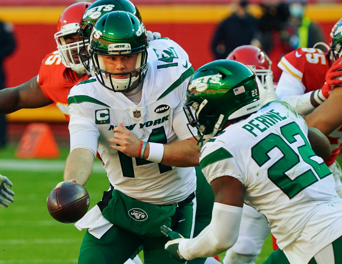 Nov 1, 2020; Kansas City, Missouri, USA; New York Jets quarterback Sam Darnold  (14) hands off to running back Lamical Perine (22) during the second half against the Kansas City Chiefs at Arrowhead Stadium. Mandatory Credit: Jay Biggerstaff-USA TODAY Sports