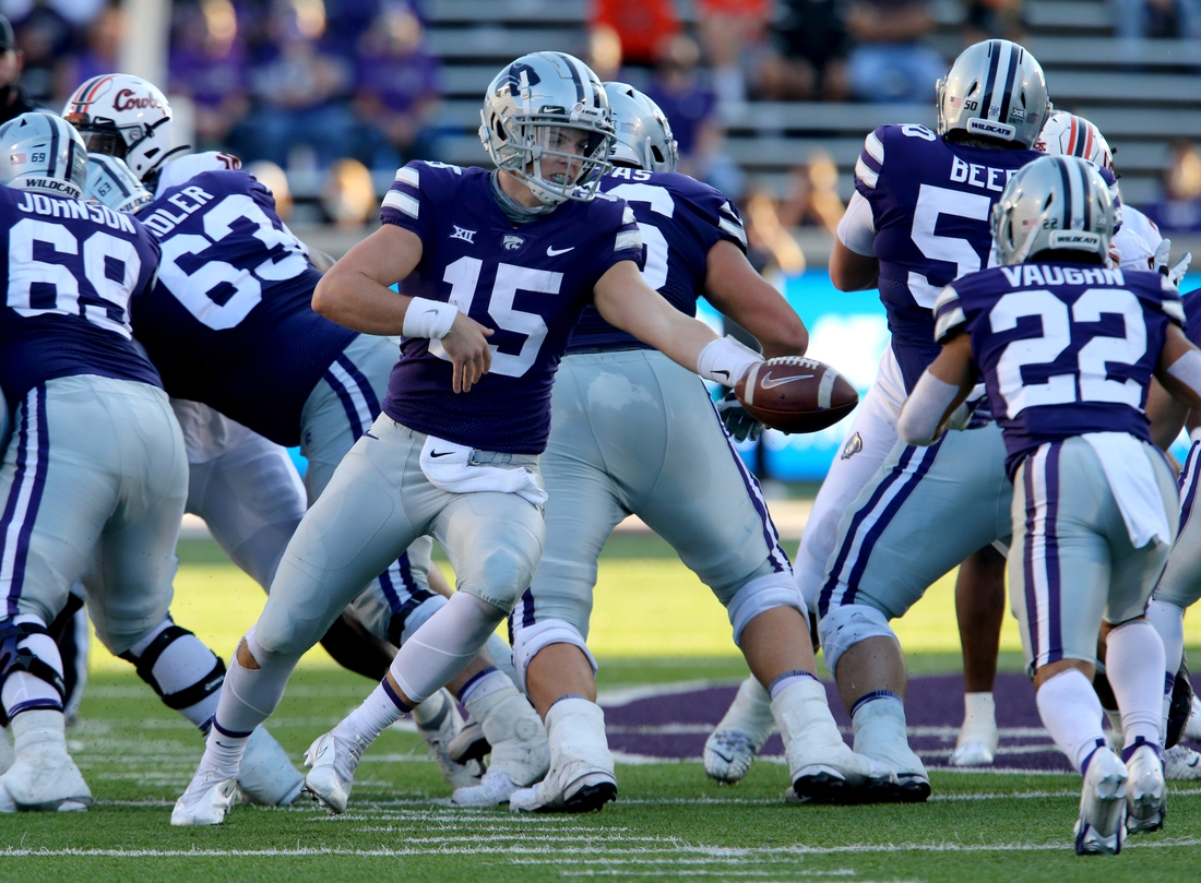Nov 7, 2020; Manhattan, Kansas, USA; Kansas State Wildcats quarterback Will Howard (15) hands off to running back Deuce Vaughn (22) during a game against the Oklahoma State Cowboys at Bill Snyder Family Football Stadium. Mandatory Credit: Scott Sewell-USA TODAY Sports