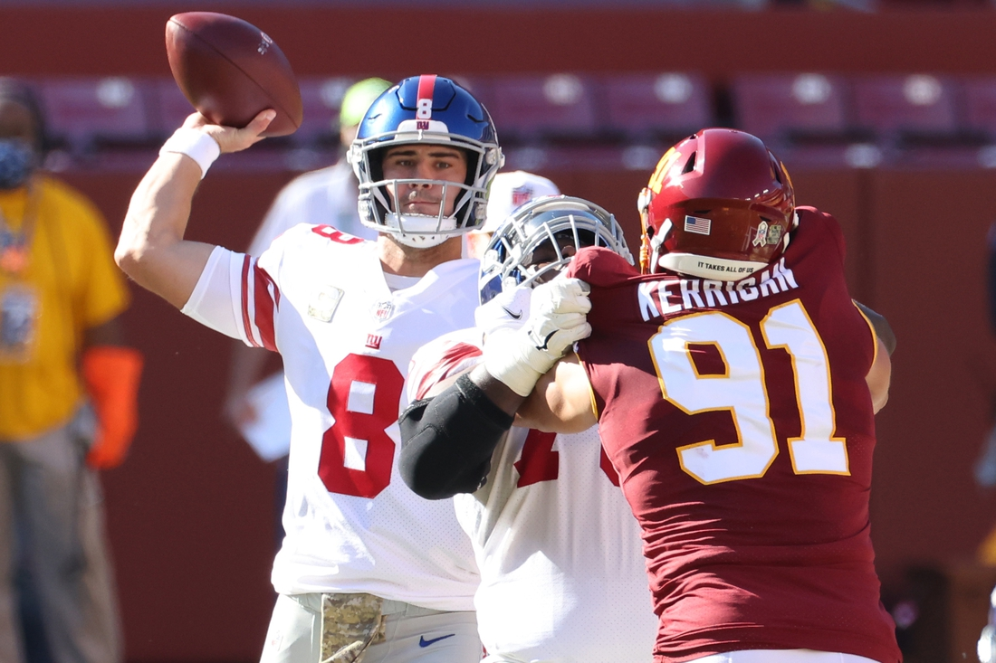 Nov 8, 2020; Landover, Maryland, USA; New York Giants quarterback Daniel Jones (8) passes the ball under pressure from Washington Football Team defensive end Ryan Kerrigan (91) in the first quarter at FedExField. Mandatory Credit: Geoff Burke-USA TODAY Sports