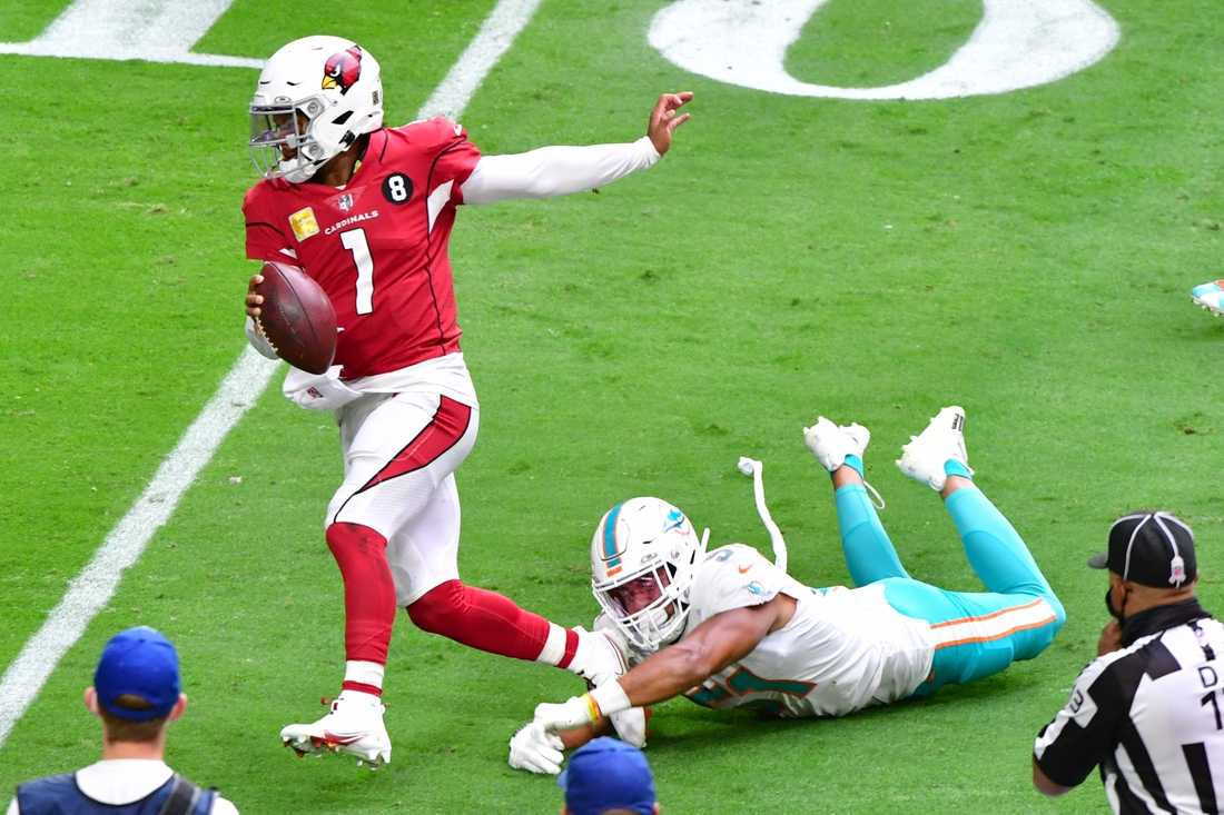 Nov 8, 2020; Glendale, Arizona, USA; Arizona Cardinals quarterback Kyler Murray (1) runs the ball against Miami Dolphins outside linebacker Kamu Grugier-Hill (51) during the first half  at State Farm Stadium. Mandatory Credit: Matt Kartozian-USA TODAY Sports