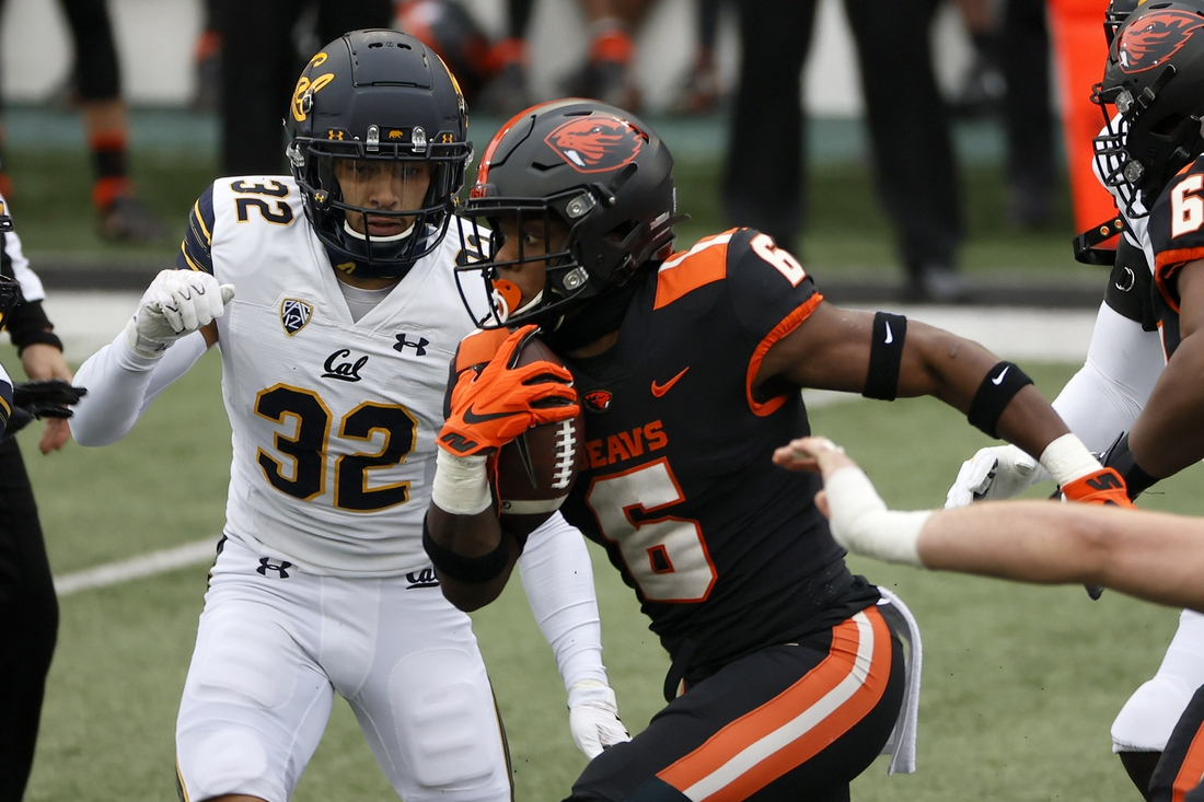 Nov 21, 2020; Corvallis, Oregon, USA; Oregon State Beavers running back Jermar Jefferson (6) runs the ball for a touchdown against the California Golden Bears during the first half at Reser Stadium. Mandatory Credit: Soobum Im-USA TODAY Sports