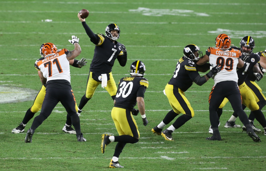 Nov 15, 2020; Pittsburgh, Pennsylvania, USA;  Pittsburgh Steelers quarterback Ben Roethlisberger (7) passes against the Cincinnati Bengals during the third quarter at Heinz Field. The Steelers won 36-10. Mandatory Credit: Charles LeClaire-USA TODAY Sports