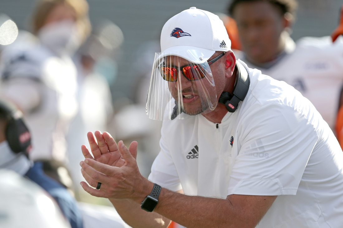 Nov 21, 2020; Hattiesburg, Mississippi, USA; UTSA Roadrunners head coach Jeff Traylor talks to his players in the first quarter against the Southern Miss Golden Eagles at M.M. Roberts Stadium. Mandatory Credit: Chuck Cook-USA TODAY Sports