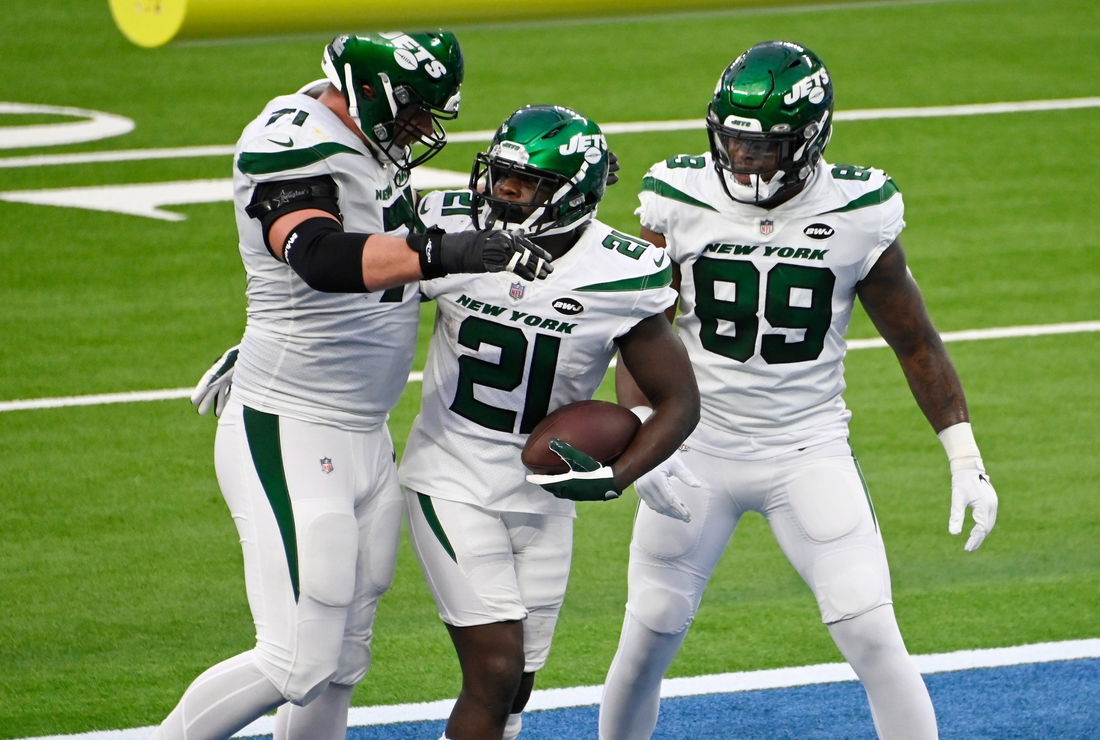 Nov 22, 2020; Inglewood, California, USA; New York Jets running back Frank Gore (21) celebrates with offensive guard Alex Lewis (71) and tight end Chris Herndon (89) after scoring a third quarter touchdown against the Los Angeles Chargers at SoFi Stadium. Mandatory Credit: Robert Hanashiro-USA TODAY Sports