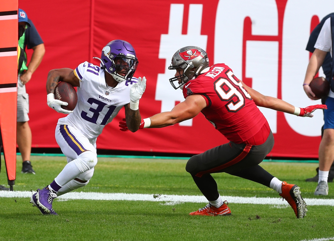 Dec 13, 2020; Tampa, Florida, USA;Minnesota Vikings running back Ameer Abdullah (31) runs with the ball as Tampa Bay Buccaneers linebacker Anthony Nelson (98) defends during the first half at Raymond James Stadium. Mandatory Credit: Kim Klement-USA TODAY Sports