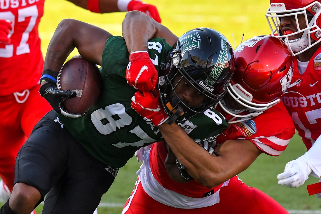 Dec 24, 2020; Frisco, Texas, USA;  Hawaii Warriors wide receiver Dior Scott (87) gets tackled by Houston Cougars defense during the first half at Toyota Stadium. Mandatory Credit: Tim Flores-USA TODAY Sports