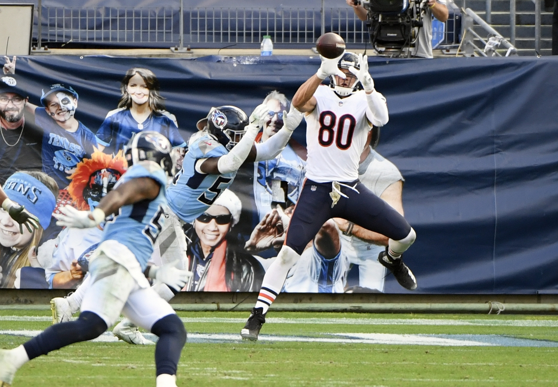Nov 8, 2020; Nashville, Tennessee, USA;  Chicago Bears tight end Jimmy Graham (80) makes a touchdown catch as Tennessee Titans inside linebacker Jayon Brown (55) defends during the second half at Nissan Stadium. Mandatory Credit: Steve Roberts-USA TODAY Sports