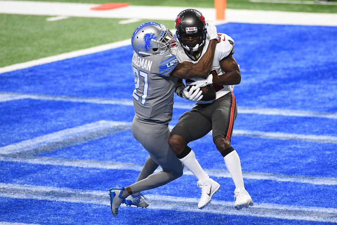 Dec 26, 2020; Detroit, Michigan, USA; Tampa Bay Buccaneers wide receiver Antonio Brown (right) catches a pass for a touchdown against Detroit Lions cornerback Justin Coleman (27) during the second quarter at Ford Field. Mandatory Credit: Tim Fuller-USA TODAY Sports