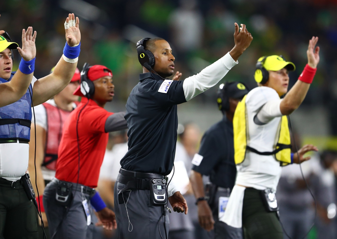 Aug 31, 2019; Arlington, TX, USA; Oregon Ducks wide receiver coach Jovon Bouknight on the sidelines during the game against the Auburn Tigers at AT&T Stadium. Mandatory Credit: Matthew Emmons-USA TODAY Sports