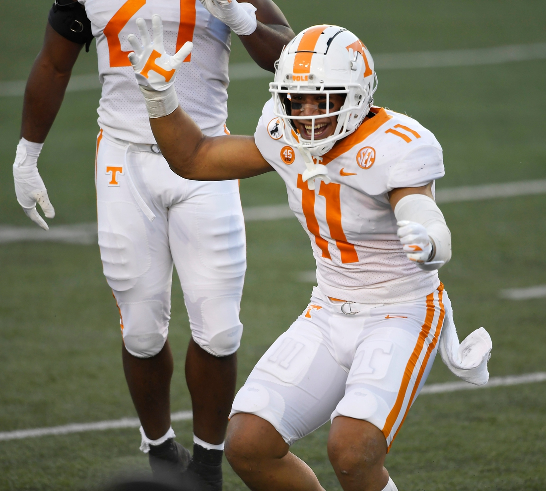 Tennessee linebacker Henry To'o To'o (11) celebrates his first down after a catch on a fake punt during the second quarter at Vanderbilt Stadium Saturday, Dec. 12, 2020 in Nashville, Tenn.  Gw55884