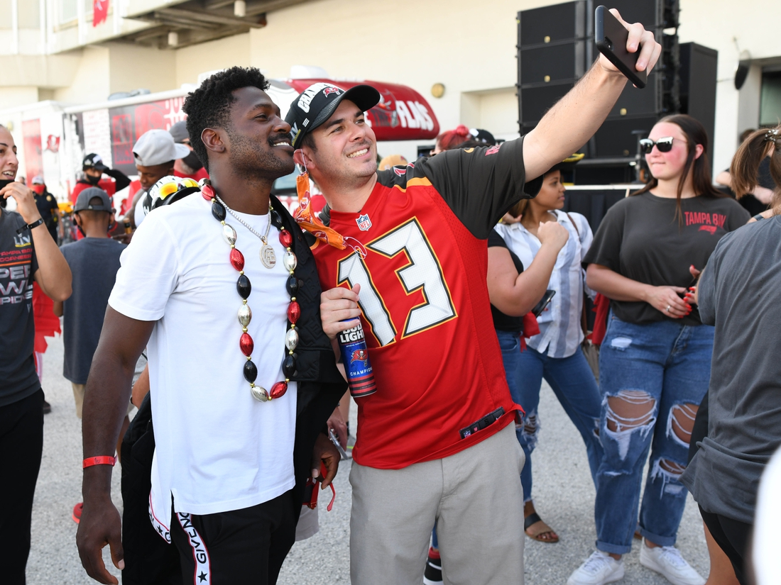 Feb 10, 2021; Tampa Bay, Florida, USA; Tampa Bay Buccaneers wide receiver Antonio Brown (left) poses for a photograph at a private event for players, family, and friends at Port Tampa Bay during the  Tampa Bay Buccaneers boat parade to celebrate their victory over the Kansas City Chiefs in Super Bowl LV. Mandatory Credit: Jonathan Dyer-USA TODAY Sports