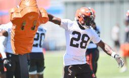 Jun 16, 2021; Berea, Ohio, USA; Cleveland Browns linebacker Jeremiah Owusu-Koramoah (28) runs a drill during minicamp at the Cleveland Browns training facility. Mandatory Credit: Ken Blaze-USA TODAY Sports