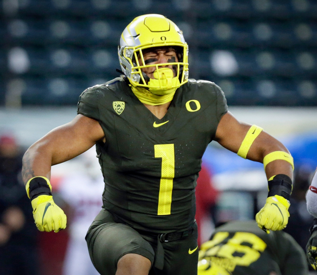 Oregon Ducks linebacker Noah Sewell (1) celebrates a tackle in the first quarter of the Ducks Pac12 game against Stanford University on Nov. 7, 2020, in Eugene, Oregon.  Eug Oregon Vs Stanford Football 027