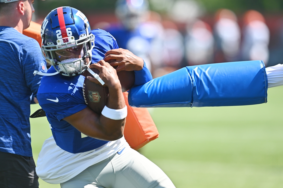 Aug 20, 2021; Berea, OH, USA; New York Giants running back Saquon Barkley (26) runs a drill during a joint practice with the Cleveland Browns at CrossCountry Mortgage Campus. Mandatory Credit: Ken Blaze-USA TODAY Sports