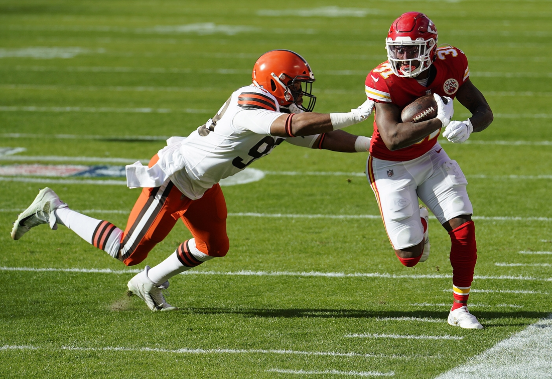 Jan 17, 2021; Kansas City, Missouri, USA; Kansas City Chiefs running back Darrel Williams (31) runs the ball against Cleveland Browns middle linebacker B.J. Goodson (93) during the first half in the AFC Divisional Round playoff game at Arrowhead Stadium. Mandatory Credit: Jay Biggerstaff-USA TODAY Sports