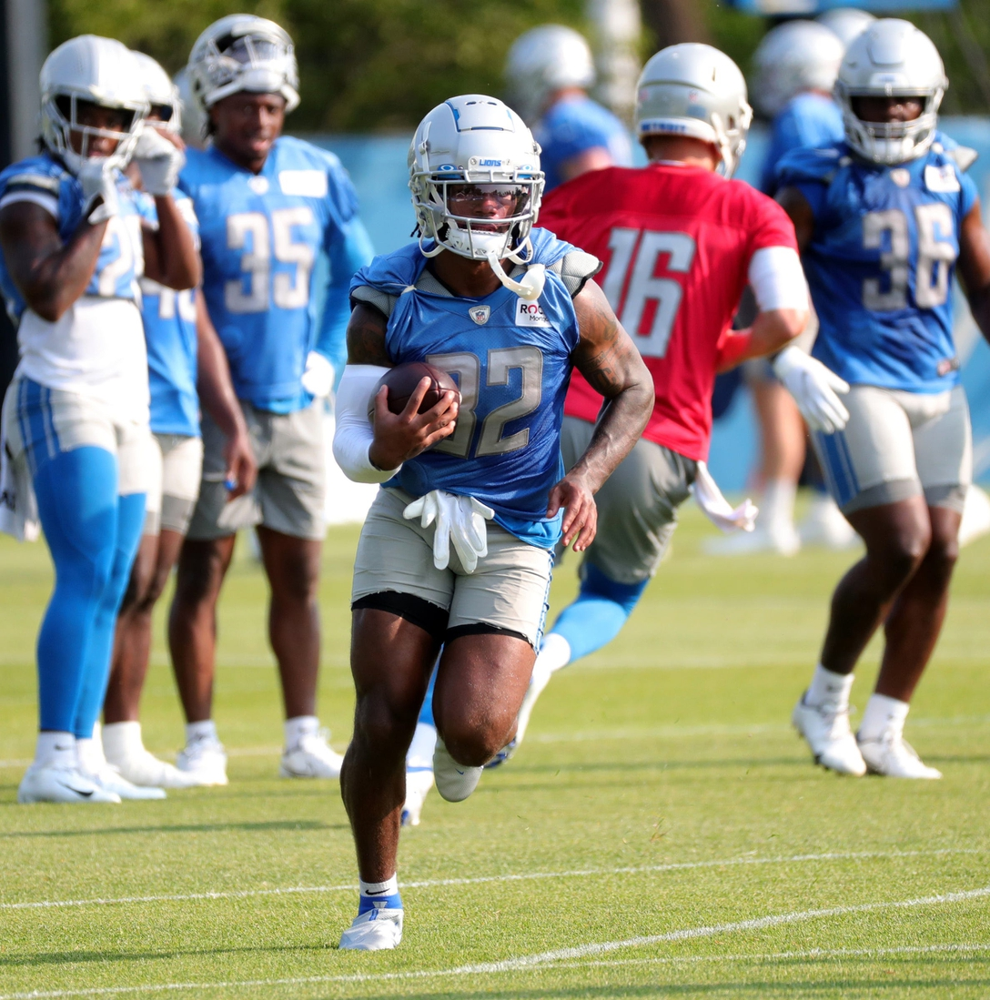 Detroit Lions running back D'Andre Swift carries the ball during training camp Saturday, July 31, 2021 at the Allen Park facility.  Lions