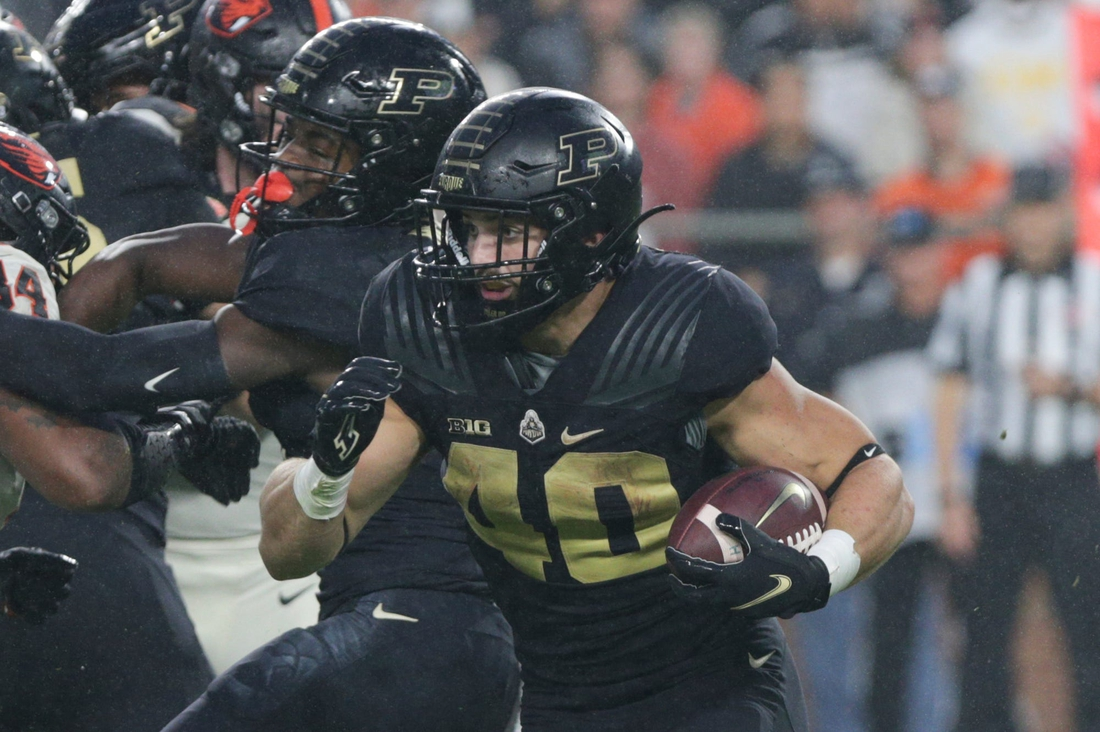 Purdue running back Zander Horvath (40) runs the ball during the first quarter of an NCAA college football game, Saturday, Sept. 4, 2021 at Ross-Ade Stadium in West Lafayette.  Cfb Purdue Vs Oregon State