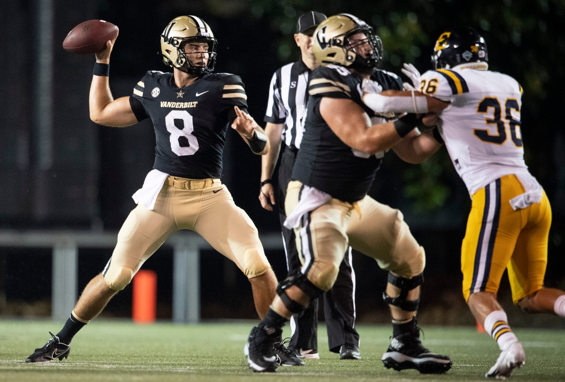 Vanderbilt quarterback Ken Seals (8) throws a pass against ETSU during the second quarter of the game at Vanderbilt Stadium Saturday, Sept. 4, 2021 in Nashville, Tenn.  Nas Vandy Etsu 021