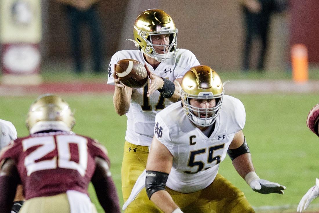 Notre Dame Fighting Irish quarterback Jack Coan (17) looks to pass. The Notre Dame Fighting Irish lead the Florida State Seminoles 17-14 at the half Sunday, Sept. 5, 2021.  Fsu V Notre Dame835