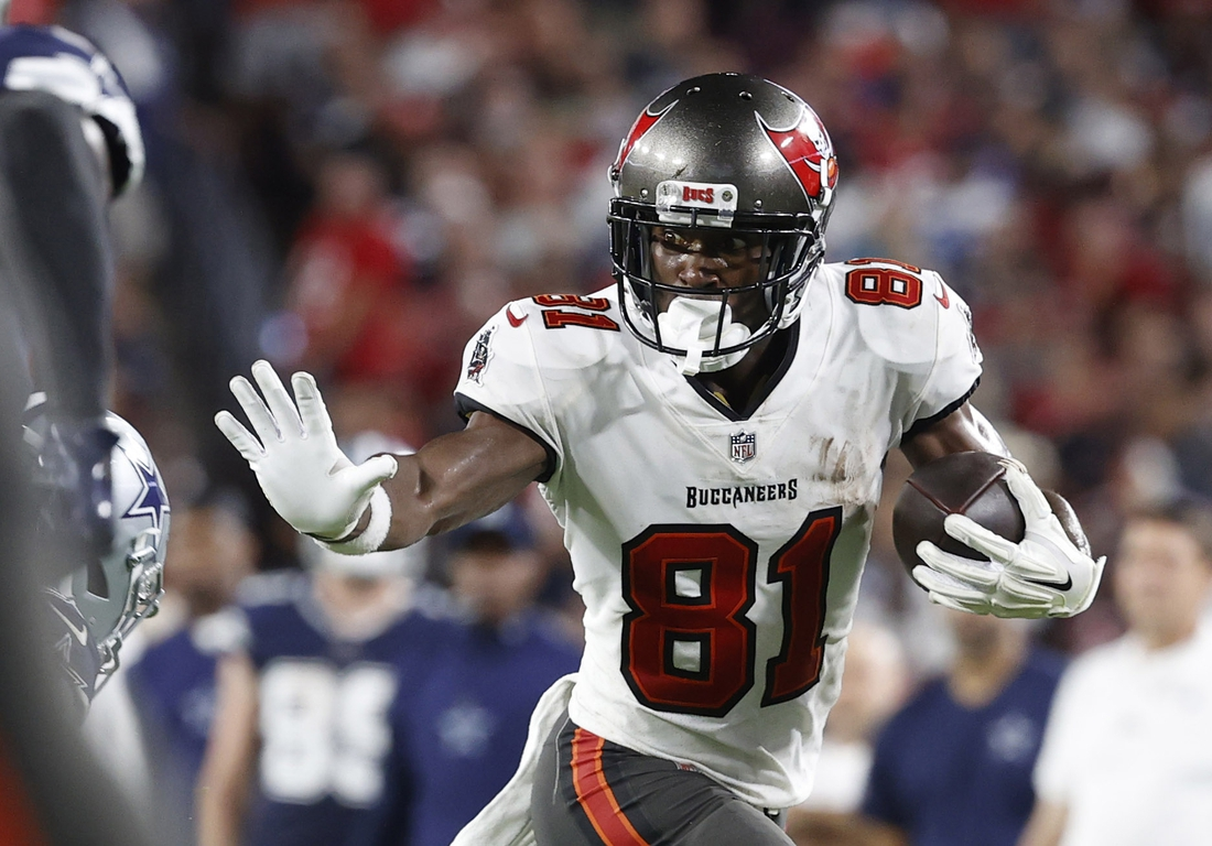 Sep 9, 2021; Tampa, Florida, USA; Tampa Bay Buccaneers wide receiver Antonio Brown (81) runs the ball against the Dallas Cowboys during the second half at Raymond James Stadium. Mandatory Credit: Kim Klement-USA TODAY Sports