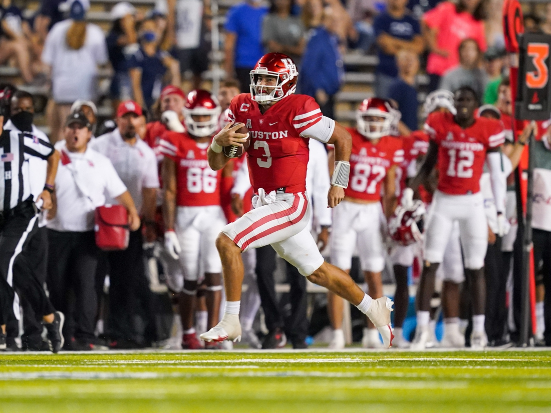 Sep 11, 2021; Houston, Texas, USA;  Houston Cougars quarterback Clayton Tune (3) runs the ball in the second half against the Rice Owls at Rice Stadium. Mandatory Credit: Daniel Dunn-USA TODAY Sports