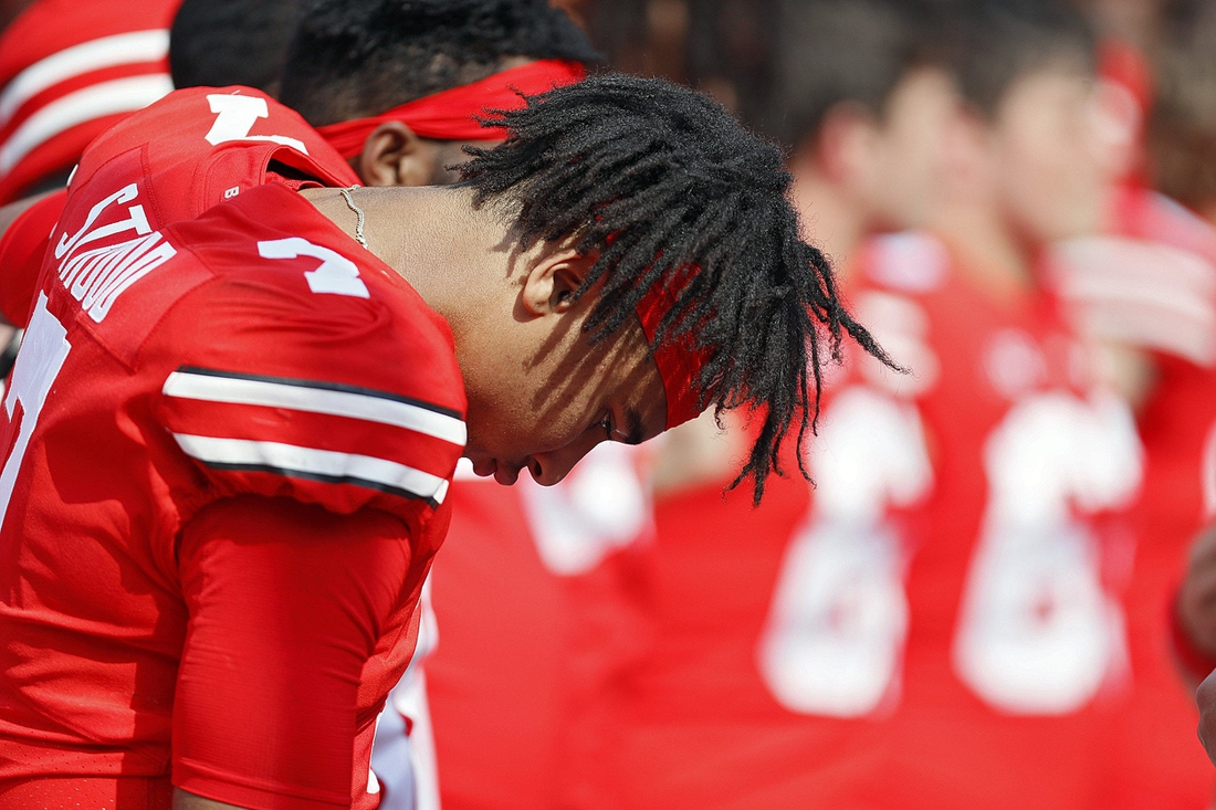 Ohio State quarterback C.J. Stroud had 484 yards and 3 touchdowns, but also threw a late interception in the Buckeyes' 35-28 loss to Oregon.  Osu21ore Kwr 28 1