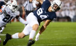 Penn State's Jan Mahlert (84) makes a catch in the first quarter against Auburn at Beaver Stadium on Saturday, Sept. 18, 2021, in State College.  Hes Dr 091821 Pennstate 24