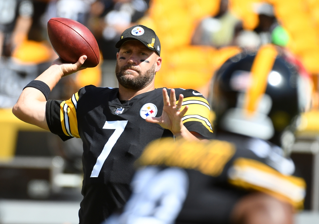 Sep 19, 2021; Pittsburgh, Pennsylvania, USA;  Pittsburgh Steelers quarterback Ben Roethlisberger throws to wide receiver JuJu Smith-Schuster before they play the Las Vegas Raiders at Heinz Field. Mandatory Credit: Philip G. Pavely-USA TODAY Sports