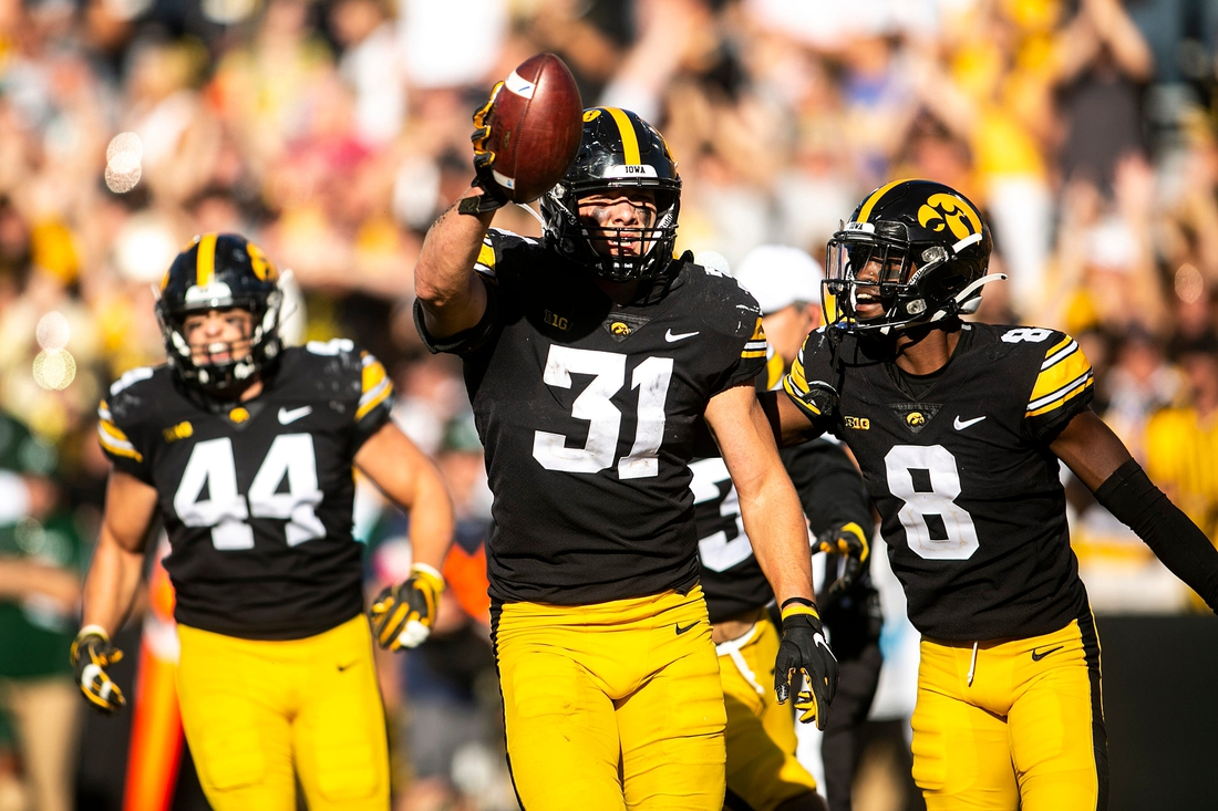 Iowa linebacker Jack Campbell (31) celebrates with teammates after getting a stop during a NCAA non-conference football game against Colorado State, Saturday, Sept. 25, 2021, at Kinnick Stadium in Iowa City, Iowa.  210925 Colo St Iowa Fb 030 Jpg