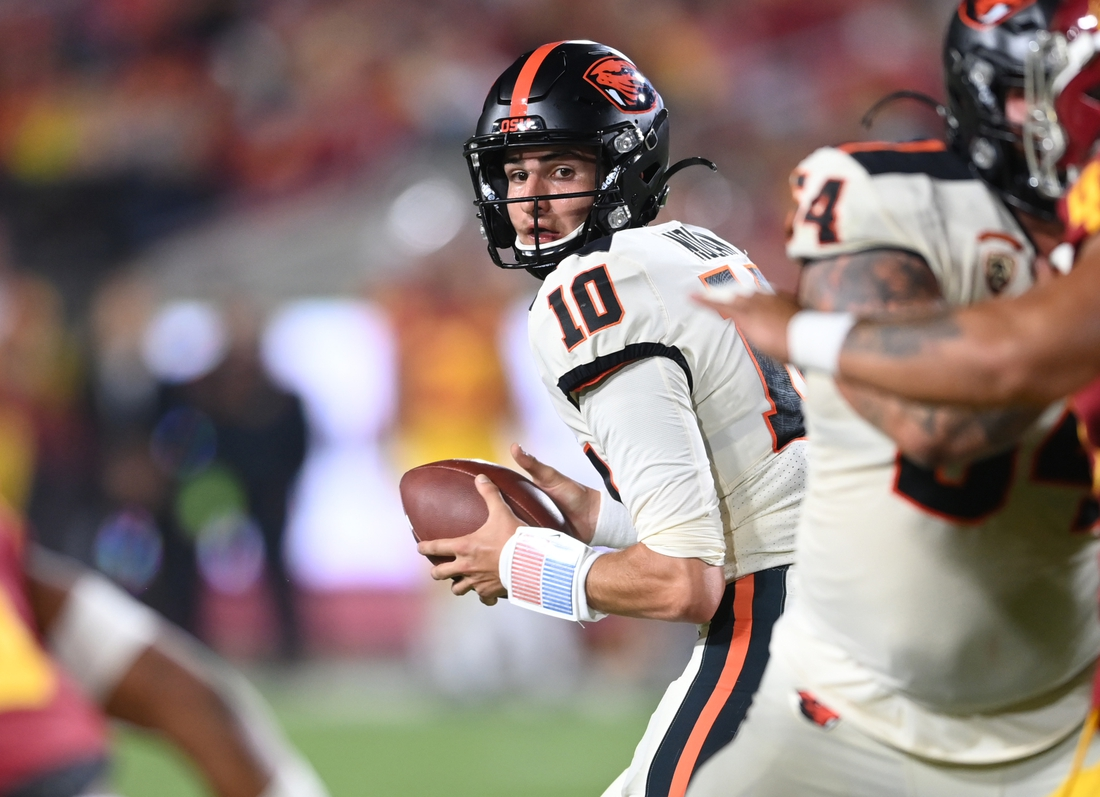 Sep 25, 2021; Los Angeles, California, USA; Oregon State Beavers quarterback Chance Nolan (10) looks to pass the ball in the first half of the game against the Oregon State Beavers at United Airlines Field at Los Angeles Memorial Coliseum. Mandatory Credit: Jayne Kamin-Oncea-USA TODAY Sports