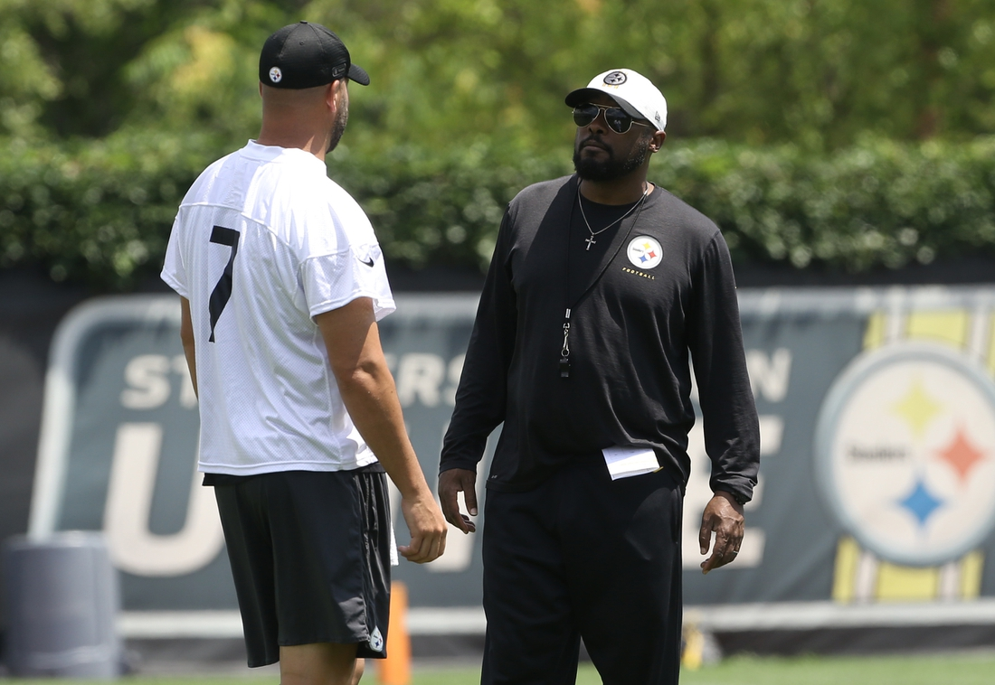 Jul 22, 2021; Pittsburgh, PA, United States;  Pittsburgh Steelers quarterback Ben Roethlisberger (7 ) talks with head coach Mike Tomlin (right) during training camp at the Rooney UPMC Sports Performance Complex. Mandatory Credit: Charles LeClaire-USA TODAY Sports