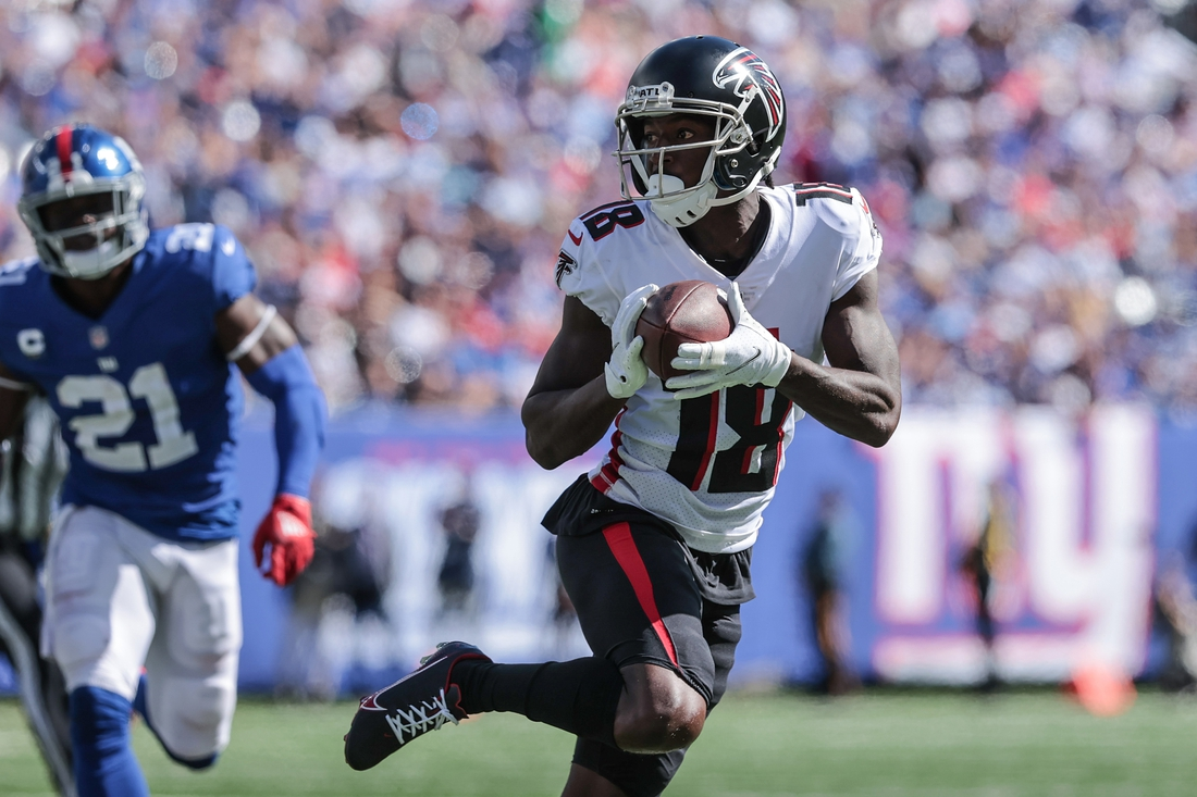 Sep 26, 2021; East Rutherford, New Jersey, USA; Atlanta Falcons wide receiver Calvin Ridley (18) carries the ball past New York Giants free safety Jabrill Peppers (21) during the first quarter at MetLife Stadium. Mandatory Credit: Vincent Carchietta-USA TODAY Sports
