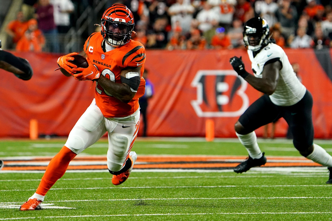 Cincinnati Bengals running back Joe Mixon (28) carries the ball in the first quarter during a Week 4 NFL football game against the Jacksonville Jaguars, Thursday, Sept. 30, 2021, at Paul Brown Stadium in Cincinnati.  Jacksonville Jaguars At Cincinnati Bengals Sept 30