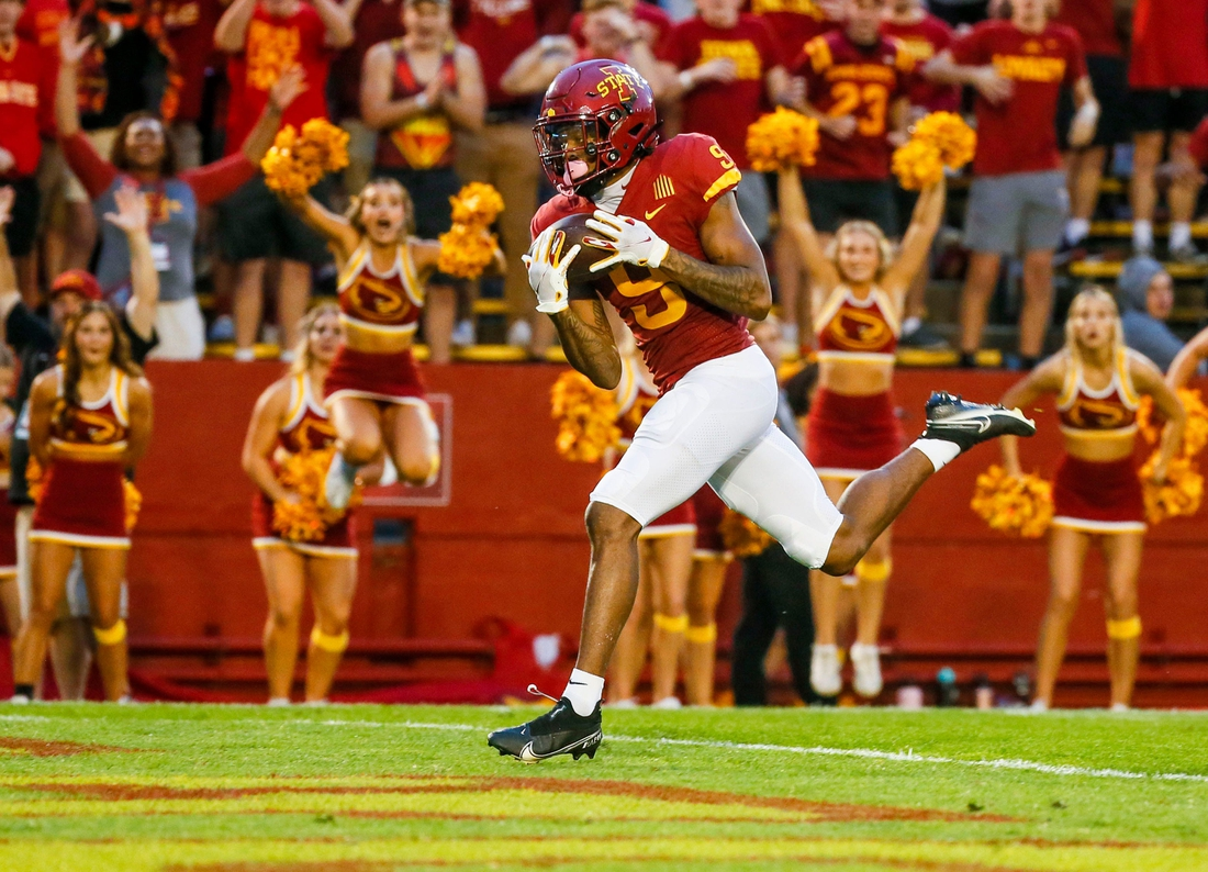 Iowa State Cyclones wide receiver Joe Scates (9) catches a touchdown pass during the first half of the game against Kansas at Jack Trice Stadium in Ames, Saturday, Oct. 2, 2021.  Isu9 Jpg
