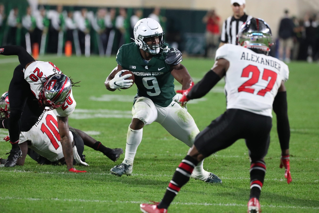 Michigan State Spartans running back Kenneth Walker III runs the ball against the Western Kentucky Hilltoppers Saturday, Oct. 02, 2021.  Msu Wku