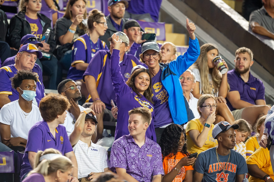 The LSU Tigers take on the Auburn Tigers in Tiger Stadium. Saturday, Oct. 2, 2021.  Half 1 Lsu Vs Auburn Football Fans 1099