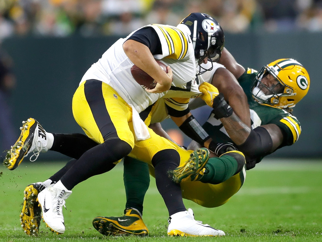 Green Bay Packers linebacker Rashan Gary (52) sacks Pittsburgh Steelers quarterback Ben Roethlisberger (7) in the second half during their football game on Sunday, October 3, 2021, at Lambeau Field in Green Bay, Wis. Wm. Glasheen USA TODAY NETWORK-Wisconsin  Apc Packers Vs Steelers 13339 100321wag